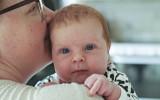 Mitt första barnbarn, Vera, fyra veckor gammal. Hon, om något, är av människa gjord!