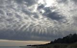 Egendomlig bild: det ser ut att finnas ljus i två olika riktningar i molnet?