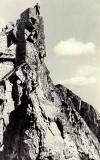 Quatre grimpeurs à l'assaut de ce grand gendarme