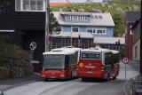 Bussar mætast í brekkuni og keyra sína leið
