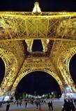 La tour Eiffel la nuit.
