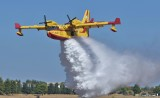 Bombardier CL-415 Hellenic Air Force - Water drop demo.
