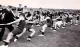 1955 - DOUG SMITH, RODNEY, 16 MESS, SPORTS DAY, TUG OF WAR..jpg