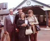 1971, 1ST NOVEMBER - PETER DAVID, 30 RECR., BLAKE, 10 MESS, FAMILIES DAY, WITH MUM, DAD AND SIS.