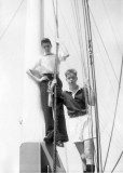 1958, 10TH JUNE - DAVE PARRY, 14 RECR., HAWKE, 47 MESS, 242 CLASS, PO TEL, ANSTEY, KNOCKY ALLEN AND KC HOISTING THE MAINSAIL
