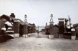 1906 - THE MAIN GATES - NOTE NO MAST.