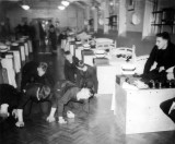 1963 - P.O. JOHN SOANES, BLAKE 8 MESS PREPARING FOR ROUNDS..JPG