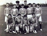 1950, EASTER, DICKIE DOYLE, HAWKE HOCKEY TEAM, I AM RIGHTHAND END OF THE MIDDLE ROW.jpg