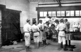 UNDATED - DICKIE DOYLE, BOYS BEING INSTRUCTED ON A HEAVY GUN.jpg