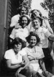 1948 - DICKIE DOYLE, GROUP OF UNKNOWN WRENS.jpg