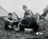1965 - PETE OSLER, DUNCAN, 11 MESS, EXPED TO WICK FEN, SPUD BASHING, L-R, POSSIBLY McVEIGH, MYSELF AND CASS CLAY IN FRONT