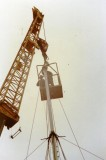 1988 - DICKIE DOYLE, MAST REFIT, BUTTON BEING ATTACHED  BY RIGGER HOISTED IN A SKIP.jpg
