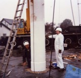 1991 - DICKIE DOYLE, REPAINTING OF MAST, GEOFF HILL PAINTING WHILST ON THE DECK.jpg
