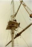 1988, OCTOBER - DICKIE DOYLE, MAST REFIT, LOWER YARDARM BEING HOISTED.jpg