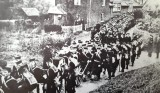 UNDATED - FUNERAL ARRIVING AT SHOTLEY CHURCH.jpg