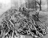 1914-1918 - RATINGS WORKING ON CABLES FOR SUBMARINE NETS.jpg