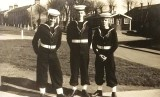 1957 - DUNCAN A. SMITH, DRAKE DIVISION, 62 CLASS, WITH A COUPLE OF FRIENDS AFTER GUARD DUTY, I AM IN THE MIDDLE, H..jpg