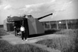 1966, 14TH NOVEMBER - CHRIS KNIGHT, 89 RECR., DUNCAN, 13 MESS, WITH 4 INCH GUN.jpg
