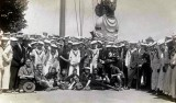 UNDATED - GROUP OF BOYS AND SCOUTS, UNDER THE MAST..jpg