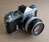 The Nikon F and the plain viewfinder (without photometer).