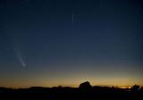 comete avec une etoile filante qui s'est invite dans la prise de vue.jpg