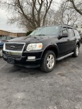 2010 Ford Explorer XLT with 3 rows Leather