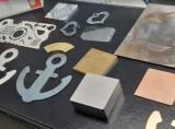 alcuni particolari in metallo tagliati al laser inox ferro zincata ottone bronzo