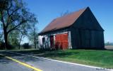 Les vieilles granges à Varennes dans la piste cyclable