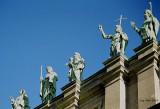 MarieReineduMonde_statues.jpg