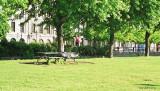 Un_sans_abri_qui_dort_dans_le_parc.jpg