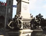 Monument_gratifiant_les_citoyens_de_la_ville_de_Montreal.jpg