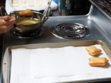 Frying small donuts