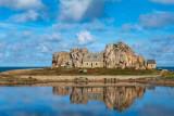 Castel Meur, la petite maison entre les rochers / Plougrescant