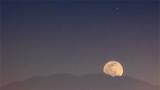 3% Waning Crescent Moon Rising