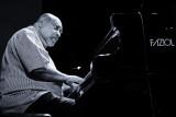 Play Piano Play