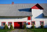 La grange rouge et blanche