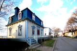 rue et maison typique de St-Jean