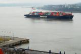 Porte-containeur passant à Québec