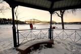 Le Pont de Québec sous le pavillon à St-Romuald