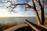 Un vieux canon qui veille sur le fleuve