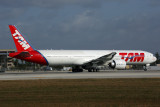 TAM BOEING 777 300ER MIA RF 5K5A9610.jpg