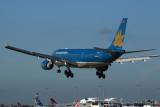 VIETNAM AIRLINES AIRBUS A330 200 SYD RF 5K5A1292.jpg