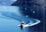 Boat arrives at Uummannaq