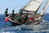 28 Douarnenez 2006 - Jeudi 27 juillet - Pen Duick 1er voilier mythique d'Eric Tabarly