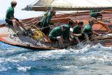 25 Douarnenez 2006 - Jeudi 27 juillet - Pen Duick 1er voilier mythique d'Eric Tabarly