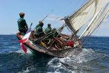19 Douarnenez 2006 - Jeudi 27 juillet - Pen Duick 1er voilier mythique d'Eric Tabarly