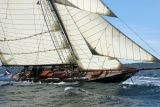 7 Douarnenez 2006 - Jeudi 27 juillet - Pen Duick 1er voilier mythique d'Eric Tabarly