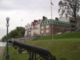 Photo from the Terrasse Dufferin (boardwalk). Cannons from the 1800's. Houses are on an extension of Rue des Carrieres.