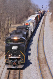 Yankee Green leads NS 117 as the train tops over Erlanger Hill, Southbound on the CNO&TP