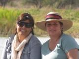 Carito y Claudia (tomando el fresco en la presa del rancho en Durango)
